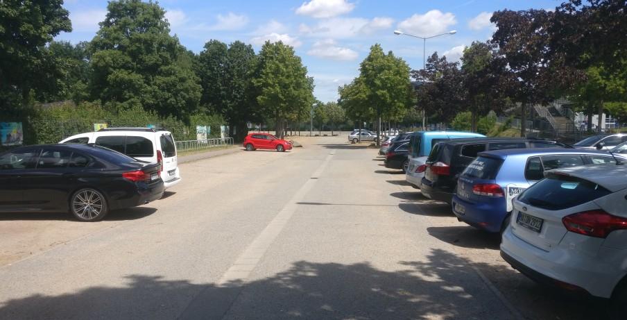 Wer es eilig hat, zu entspannen, der ist für die vielen freien Parkplätze sehr dankbar.