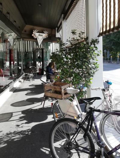 Unscheinbar & unaufdringlich: Das deer Café & Bar .