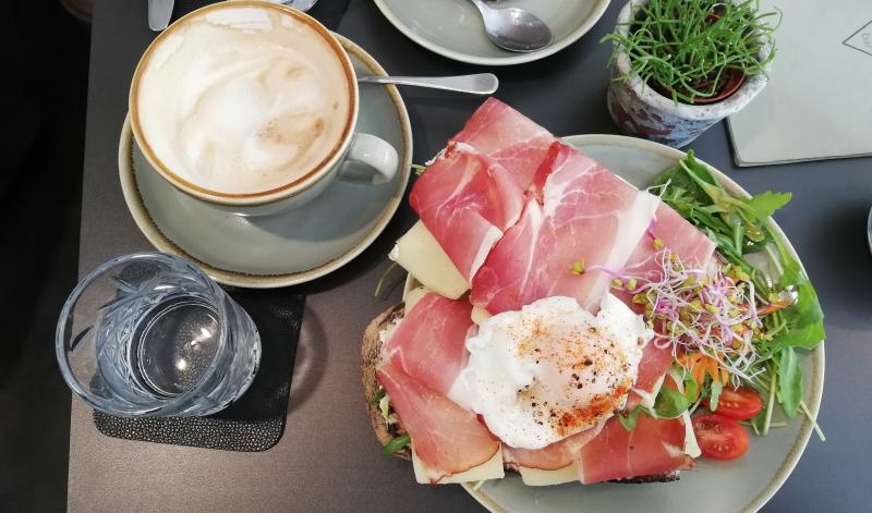 Ein guter Start in den Tag. Reichhaltige Frühstücksauswahl gibt es im deer in Heidelberg.