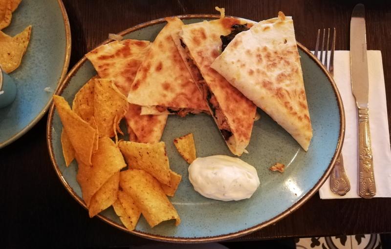 Mein Hauptgericht: die Quesadilla Fernando. Qualität und Geschmack werden im Adelitas groß geschrieben.