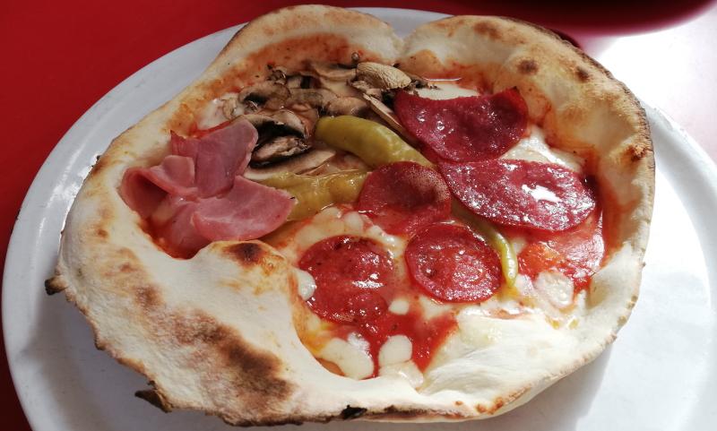 Frische traditionelle Pizza: das bietet die Osteria Alfredo.